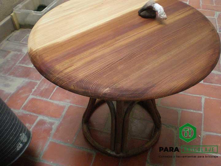 Mesa restaurada y tintada con nogalina para bricolaje